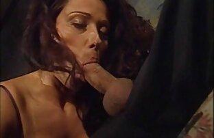Junge Ebenholz mit intimen Haarschnitt kostenlose sexfilme mit älteren frauen für Cooney und den penis in die vagina