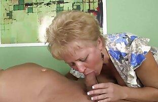 Sie masturbierte zum Spielen pornos mit älteren frauen kostenlos
