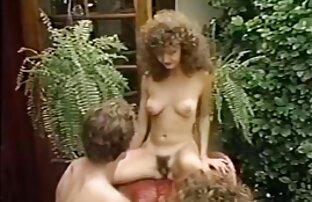 Schlanke junge Frau im Bett gab reife frauen kostenlose pornos seine Freundin vor der webcam,